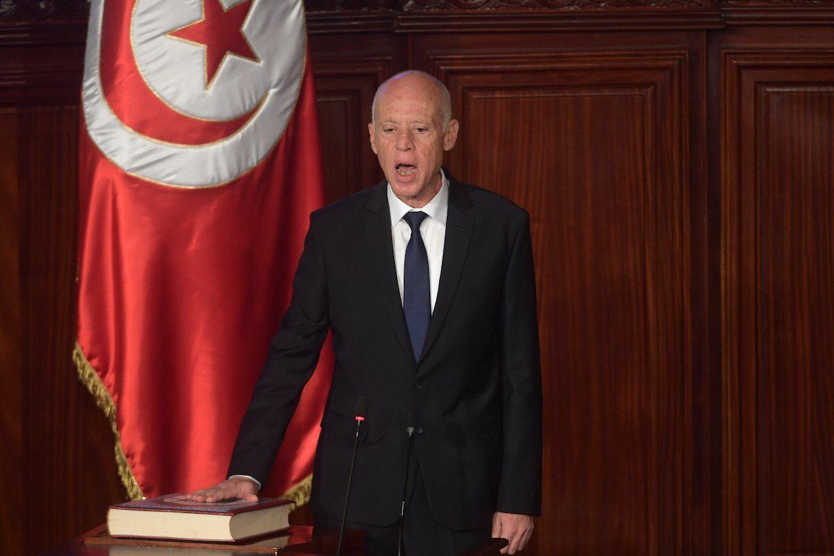 ¿Está el presidente de Túnez empezando la casa por el tejado?