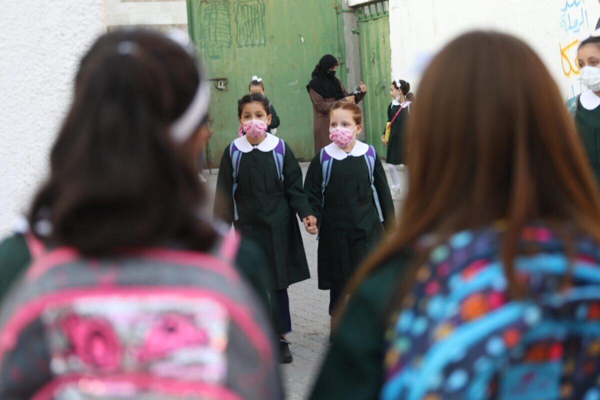 Europa pretende crear un plan de estudios para que Israel ocupe las mentes de los palestinos, además de su tierra